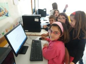 1-Leitura da atividade na página do Eco-Escolas- Procuraram a página do Eco-escolas, pesquisaram a atividade e avaliaram da sua exequibilidade e dos materiais que iriam ser necessários. Foi tomada a decisão pelas duas turmas.