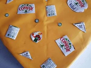 3- Fase de elaboração- Elaborada a base do coração usando restos de cartolina e cartão de caixas de sapatos, já em casa uma aluna começou a decoração