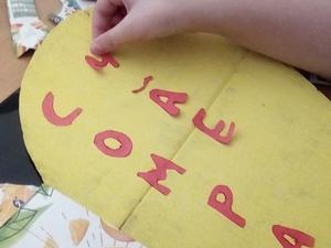 Recorte e colagem das letras