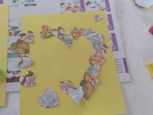 Processo de construção: concretização do formato a dar ao trabalho, com os diversos corações obtidos;