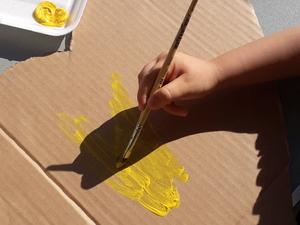 2- Pintura com guache amarelo do coração.