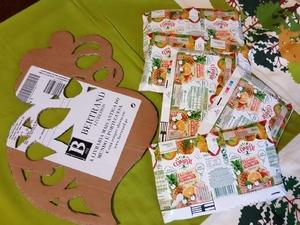 Materiais utilizados (apenas embalagens compal tetra pak (grandes e pequenas). Materiais acessórios: tesoura, x-ato, papel vegetal e cola UHU.