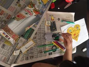 Arrumação do material - no final do trabalho temos que arrumar o material e deitar para o ecoponto amarelo todos os restos da embalagem que recortámos.