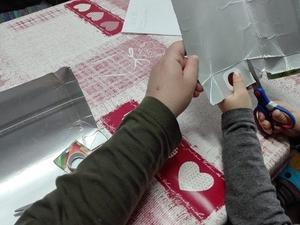 A operacionalização do coração amarelo, recorte das embalagens da Tetra Pak da Marca Compal