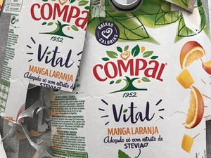 "Embalagens Tetra Pak, da marca ""Compal"""