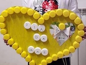 Coração amarelos da EB/JI de Agrolongo S. Lourenço