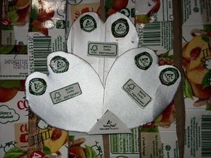 4- recorte e colagem de 3 corações com os símbolos Tetra Pak;