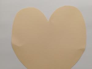 Molde da base do coração em cartolina.