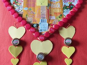 """""""Sim; No Dia da Mãe o Coração é Amarelo"""" (Este trabalho foi enviado por uma família em que foi utilizada a recolha, reciclagem e reutilização de materiais relacionados com a Compal, e foi enviada hoje dia 12 de Maio de 2020)"""