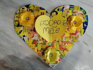Produto final -coração feito com embalagens da tetrapak