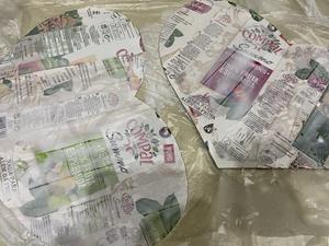 Corações  feitos com embalagens da Compal,  endurecidos com cola branca.