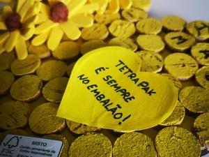 """Tetra Pak no lugar certo! O pequeno coração com a mensagem """"Tetra Pak é sempre no embalão!"""" tem como objetivo alertar/sensibilizar/informar a população para a deposição correta das embalagens tetra pak depois de usadas."""