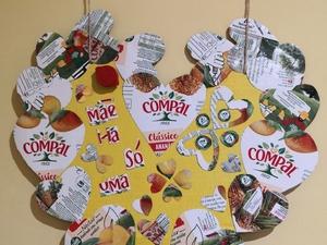 Pormenor do Coração Amarelo em que é possível ver os selos Tetra Pak Compal,