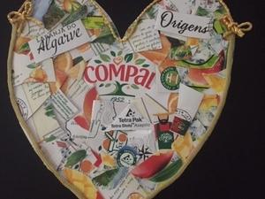 """Coração realizado, no âmbito do Desafio Eco-Escolas """"Sim, no Dia da Mãe o Coração É Amarelo""""."""