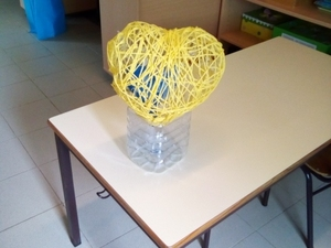 Coração amarelo em fase de construção e não concluído dada a pandemia por covid 19